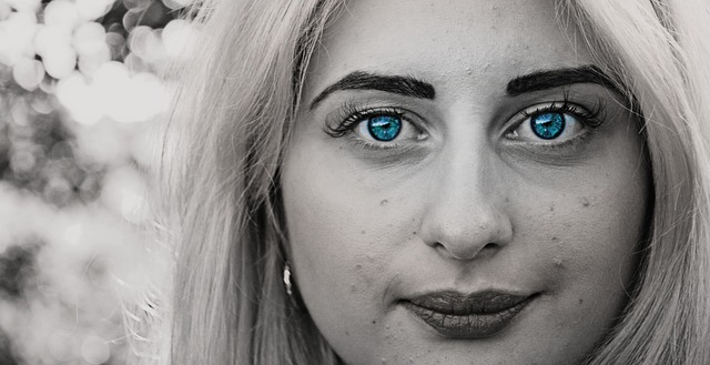 femme avec cicatrices acné