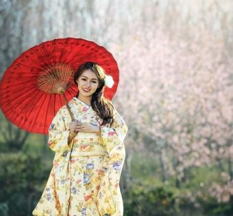 robe chinoise avec fleurs