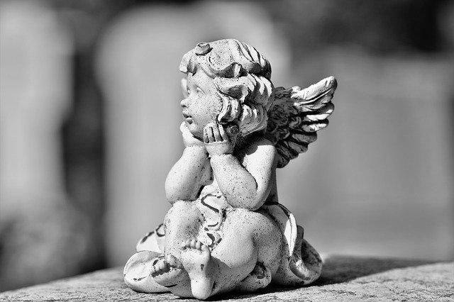 ange en statuette